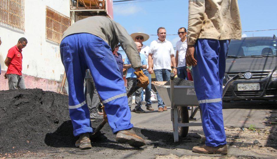 Luis Fernando acompanha recuperação de ruas em São José de Ribamar
