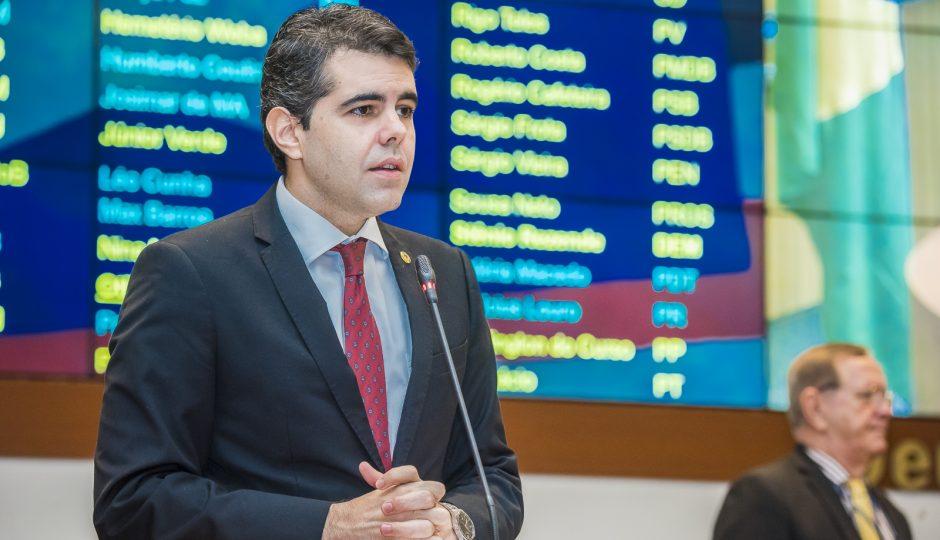 Adriano alerta empresários sobre programa de crédito do governo