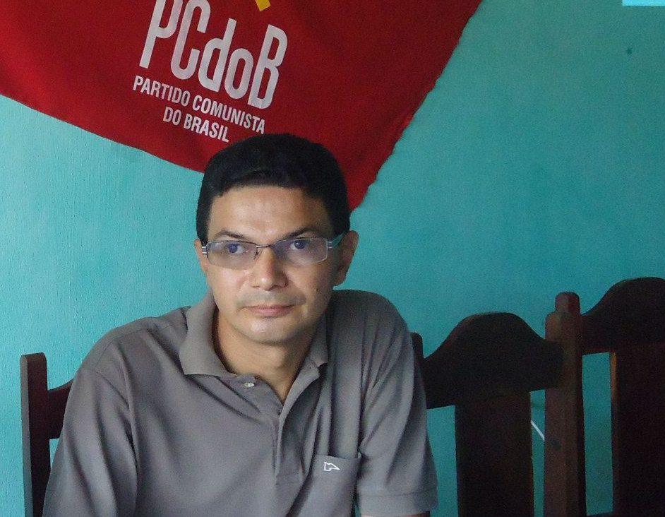 Por força de lei, Clécio Coelho Nunes não pode ser sinecurado no Poder Executivo e Legislativo estadual até agosto de 2024, mas ele é filiado ao PCdoB